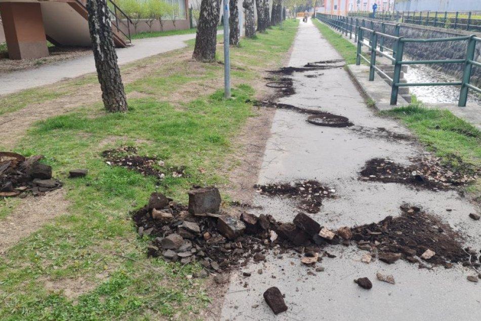 Ilustračný obrázok k článku Spúšť na námestí v Trenčianskych Tepliciach: Policajti prinášajú vysvetlenie