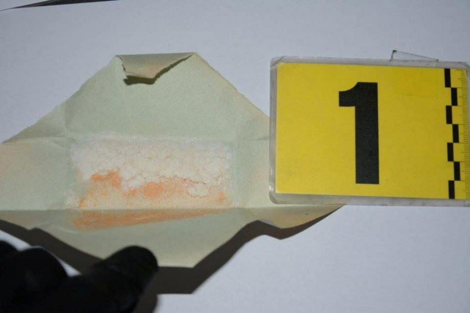 Ilustračný obrázok k článku Mladík zo Žiliny lieta v problémoch: Čo odhalila drogová razia? FOTO