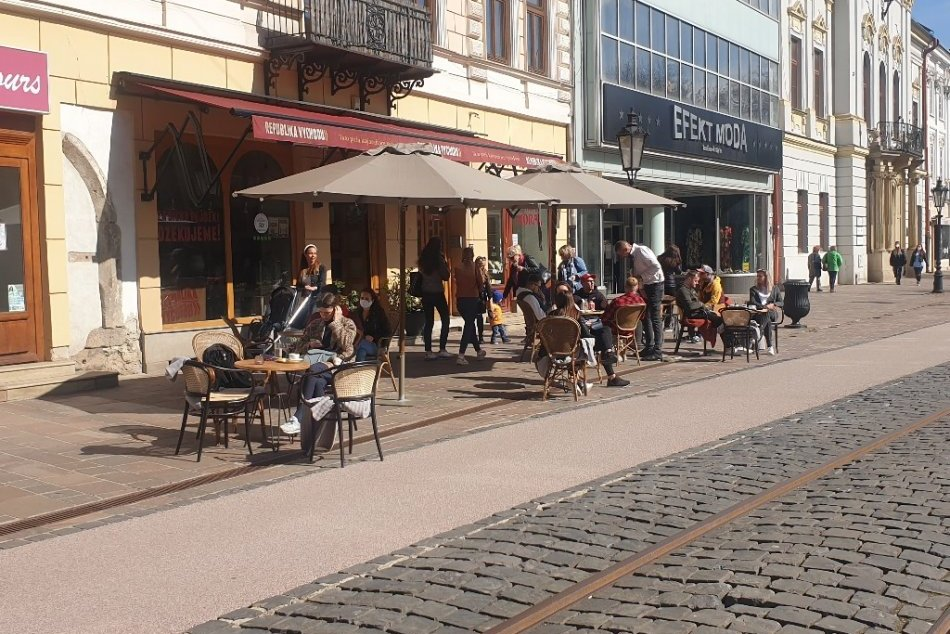 Ilustračný obrázok k článku Centrum mesta znovu OŽILO! Košičania zaplnili letné terasy, FOTO, VIDEO
