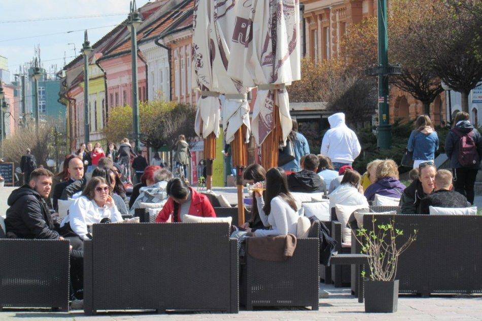Ilustračný obrázok k článku Prešovčania vyšli do ulíc: Po dlhom čase si užili otvorenie terás, FOTO