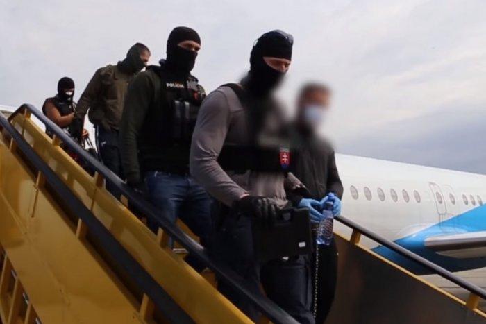Ilustračný obrázok k článku Šokujúci útok na dôchodcu v Prievidzi: Ľuboša S. priviezli v putách na Slovensko