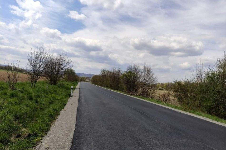 Ilustračný obrázok k článku Vodiči sa dočkali: Z Lučenca vedie nová opravená cesta, FOTO