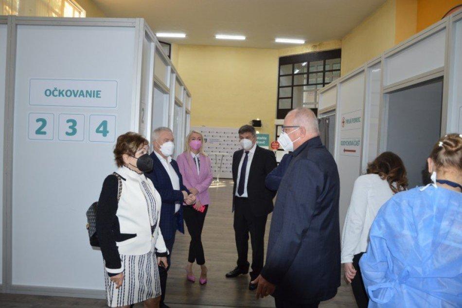 Ilustračný obrázok k článku V Šali otvorili vakcinačné centrum: Počas víkendu zaočkovalo 1 300 ľudí, FOTO