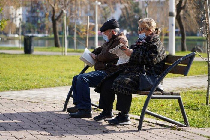 Ilustračný obrázok k článku SVET O SLOVENSKU: Biznis so seniormi! Za 100 eur si prenajmete babku