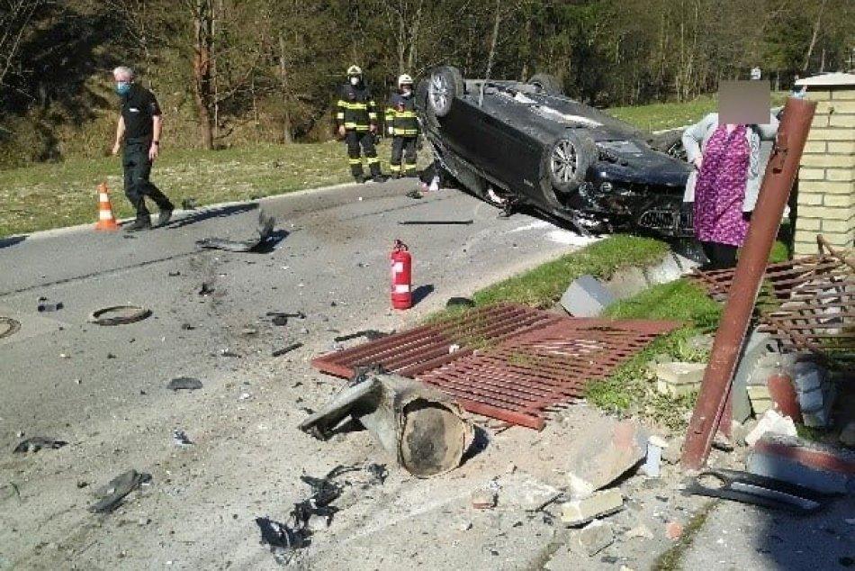 Ilustračný obrázok k článku Hrozivé ZÁBERY z nehody pri Čadci: Mladík jazdil opitý a bez vodičáku