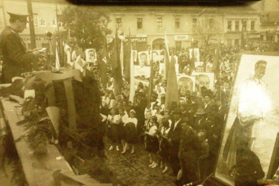 Ilustračný obrázok k článku Návrat v čase na RETRO záberoch: Takto vyzerali prvomájové sprievody v Topoľčanoch
