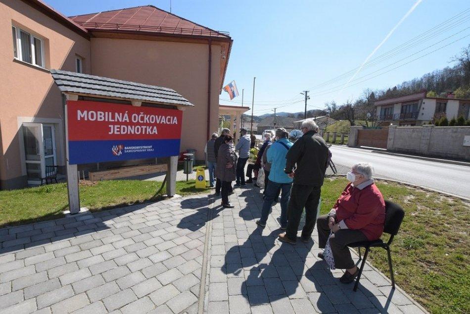 Ilustračný obrázok k článku Očkovací autobus dorazil do Banskej Belej: Záujem je dvakrát vyšší, než sa čakalo, FOTO