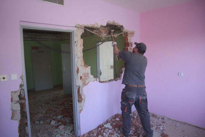 Ilustračný obrázok k článku Žilinská nemocnica okresala pandemické oddelenia: Vybuduje novú COVID zónu, VIDEO