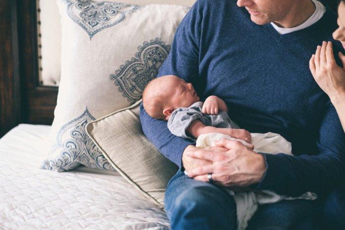 Ilustračný obrázok k článku Otcovia budú môcť ľahšie požiadať o materskú. Štát ich zbavil papierovačiek