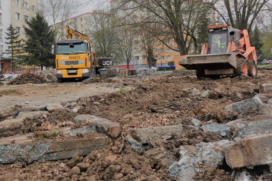 Ilustračný obrázok k článku Zvolenčania sa konečne dočkali: Začala sa obnova Strážskej cesty, FOTO