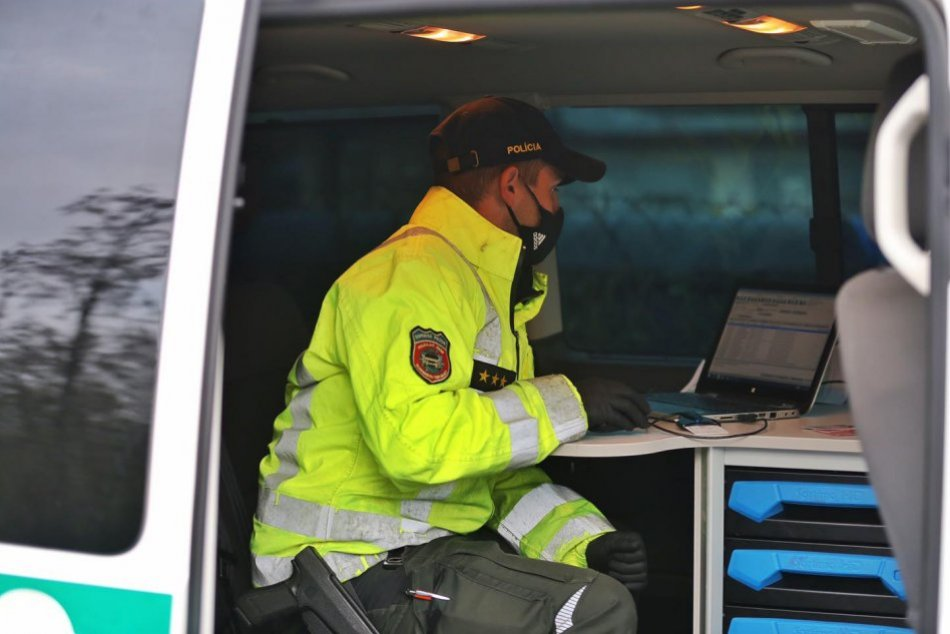 Ilustračný obrázok k článku Neskutočné, v akom stave si žena sadla za volant: TOTO označili za extrém aj policajti