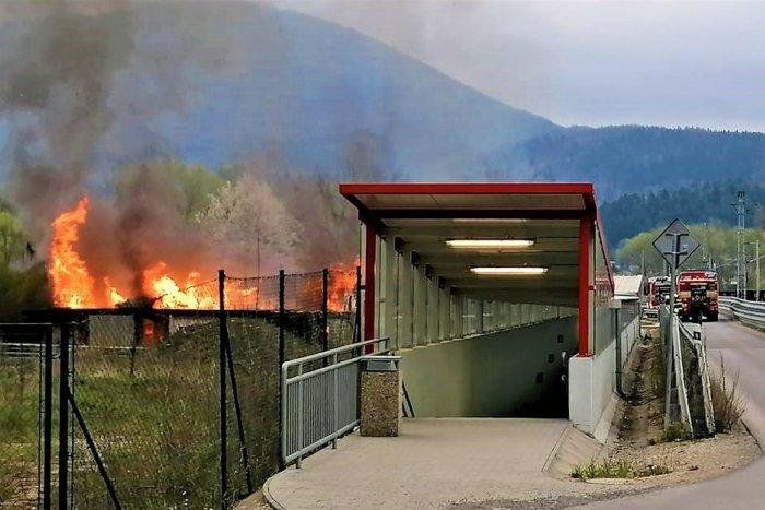 Ilustračný obrázok k článku Nebolo to prvýkrát: Požiar unimobuniek v Považskej Bystrici
