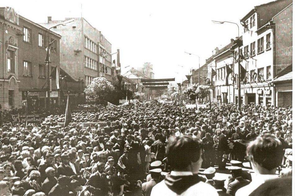 Ilustračný obrázok k článku Takto vyzeral 1. máj v Nitre kedysi: Veľká GALÉRIA spomienok