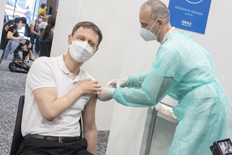 Ilustračný obrázok k článku Heger vo VIDEU vyzýva lekárov a  ľudí, aby sa zapojili do očkovania: Je to jediná ZBRAŇ!
