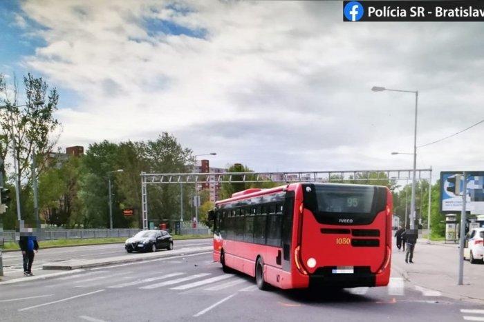 Ilustračný obrázok k článku Ťažko zranená chodkyňa: Autobus ju zrazil na priechode pre chodcov!