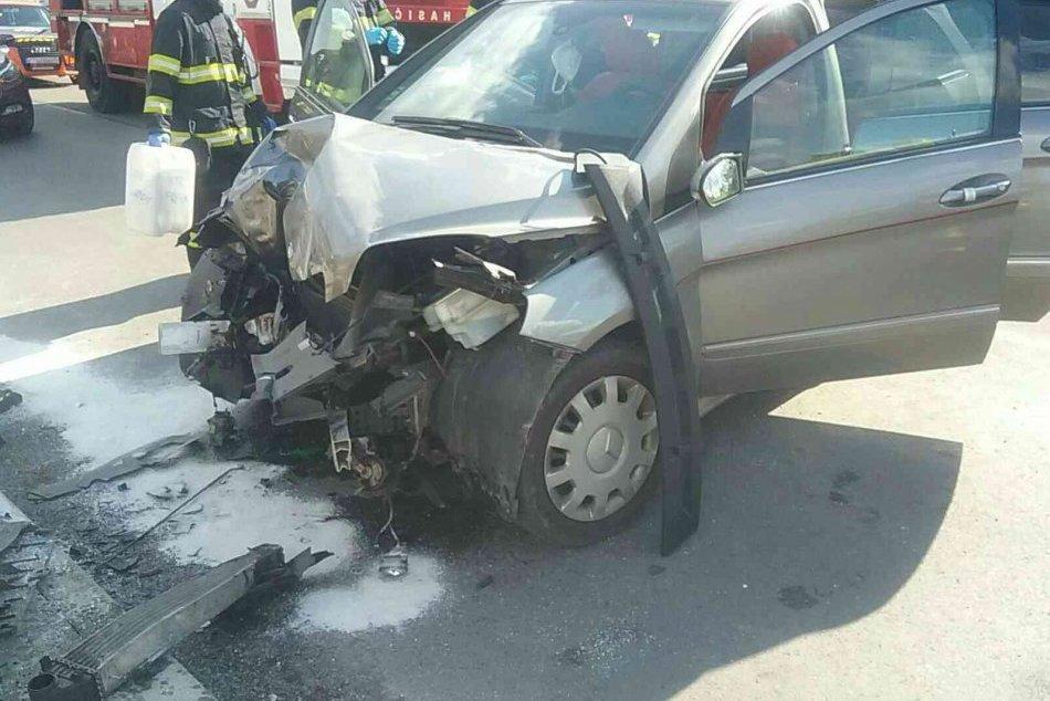 Ilustračný obrázok k článku Nehoda v okrese Prievidza: Auto zničilo stĺp, zraneného ratovali záchranári, FOTO
