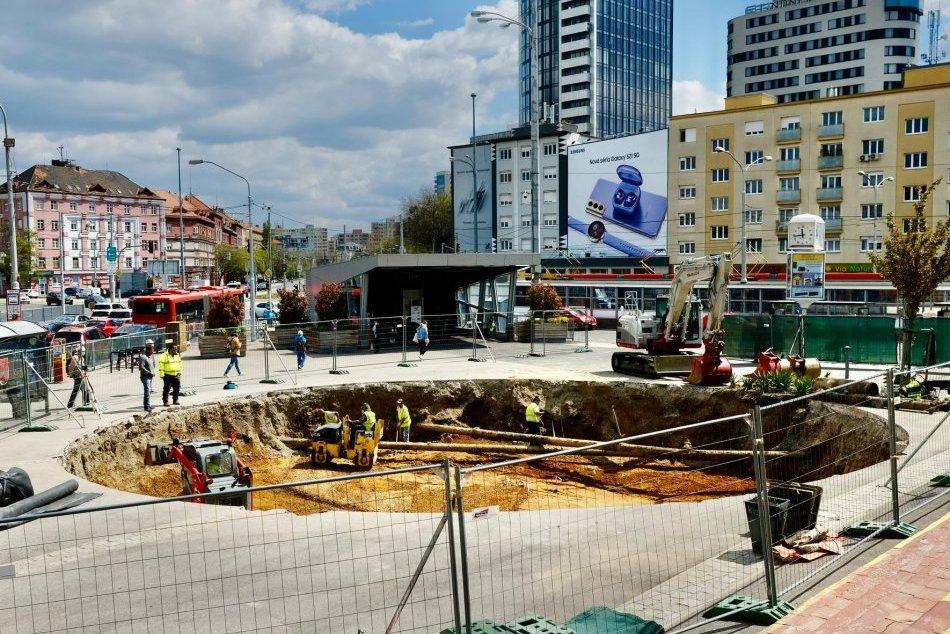 """Ilustračný obrázok k článku Obrovský """"kráter"""" na Trnavskom mýte! Čo bude stáť v jame pred Novou tržnicou?"""