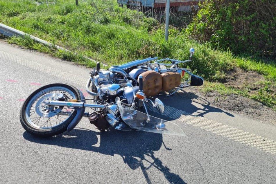 Ilustračný obrázok k článku Tragédia neďaleko Zámkov: Motorkár vrazil do auta, nehodu neprežil