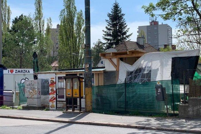Ilustračný obrázok k článku Neuveriteľné, ale v Bratislave možné: Za stánkom s kebabom sa skrýval erotický salón