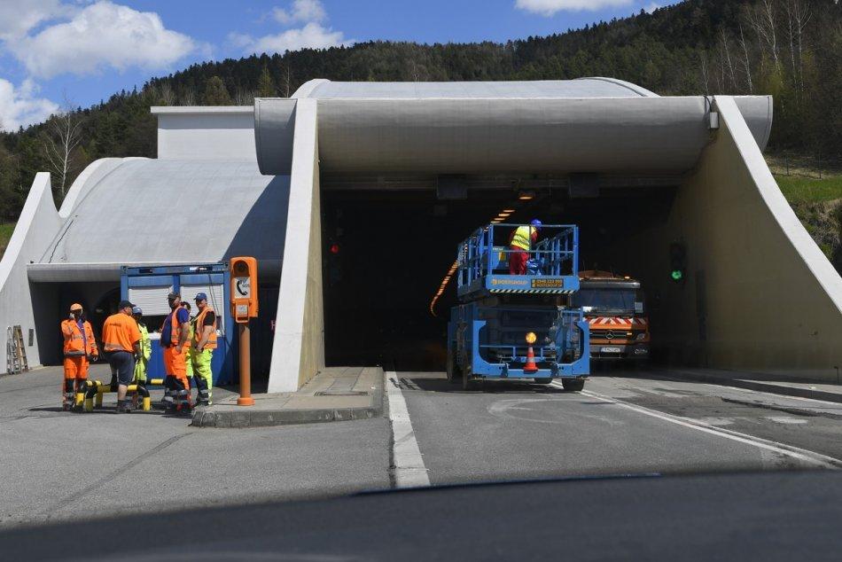 Ilustračný obrázok k článku Nehoda uzatvorila tunel Branisko: Zrazilo sa osobné auto s dodávkou!