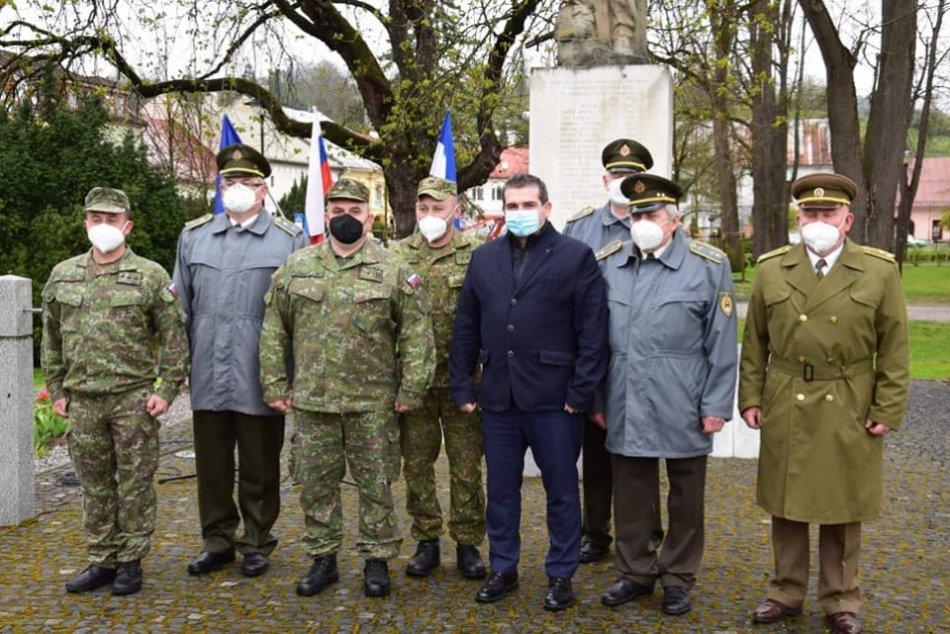 Ilustračný obrázok k článku V Brezne sa spomínalo na obete a hrdinov vojny: Primátora zaujal autentický príbeh, FOTO
