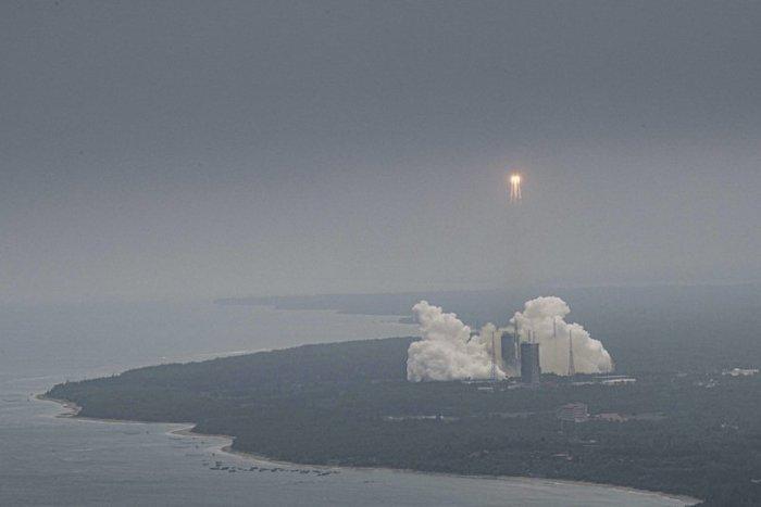 Ilustračný obrázok k článku Kontrolujte nebo! Na Zem sa zrútia trosky čínskej rakety. Kedy presne?