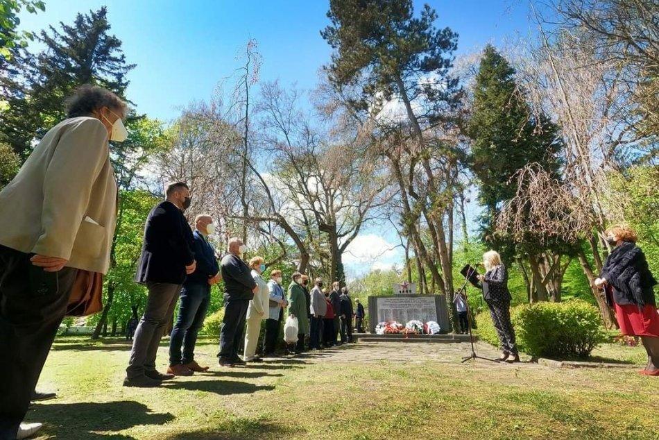 Ilustračný obrázok k článku Aj Lučenec si pripomenul 76. výročie ukončenia vojny: Bez divákov a s obmedzeniami, FOTO