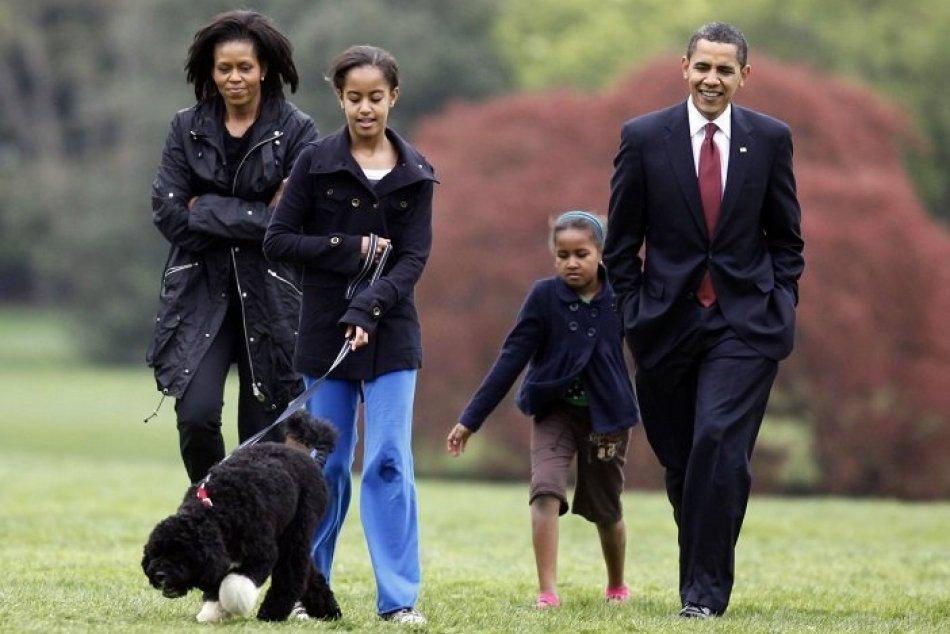 Ilustračný obrázok k článku Bolestivá strata v rodine Obamovcov: Prišli o dlhoročného člena rodiny