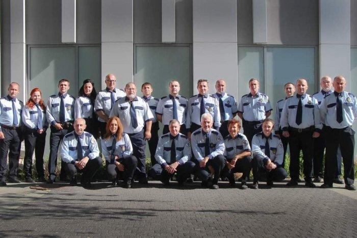Ilustračný obrázok k článku Mestská polícia v Lučenci funguje už 30 rokov: Neuveríte, koľko členov mala v čase vzniku