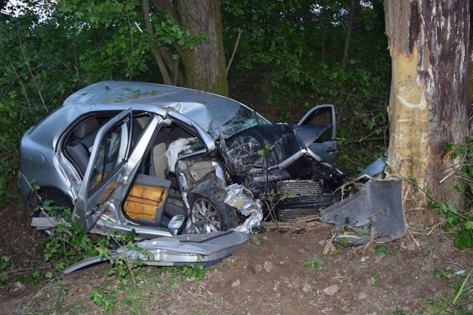 Ilustračný obrázok k článku Tragická nehoda neďaleko Nitry: Mladý vodič neprežil náraz do stromu
