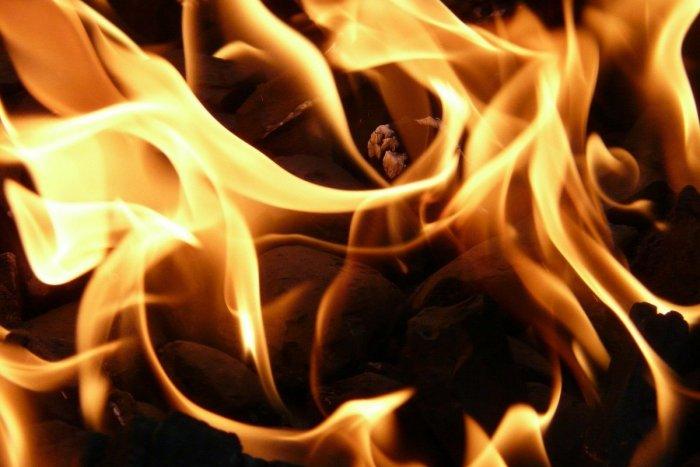 Ilustračný obrázok k článku Popradčan porozlieval horľavinu po byte, potom ju zapálil!