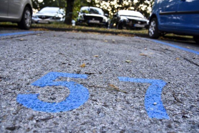 Ilustračný obrázok k článku Parkovať v Petržalke môžete ZADARMO už len 2 týždne! Poslanci schválili nové nariadenie