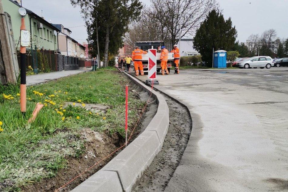 Ilustračný obrázok k článku Deravé chodníky vás už nenahnevajú: Opravy zhltnú vyše milión eur