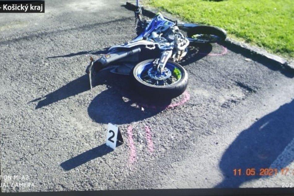 Ilustračný obrázok k článku Vodič (46) sa zrazil s mladým motorkárom (24): FOTO z nešťastnej nehody