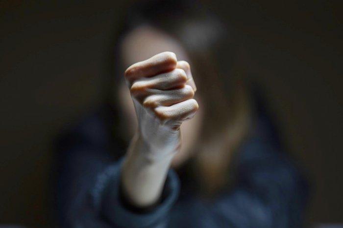 Ilustračný obrázok k článku V Komárne úraduje dievčenský gang: V akcii je už aj polícia