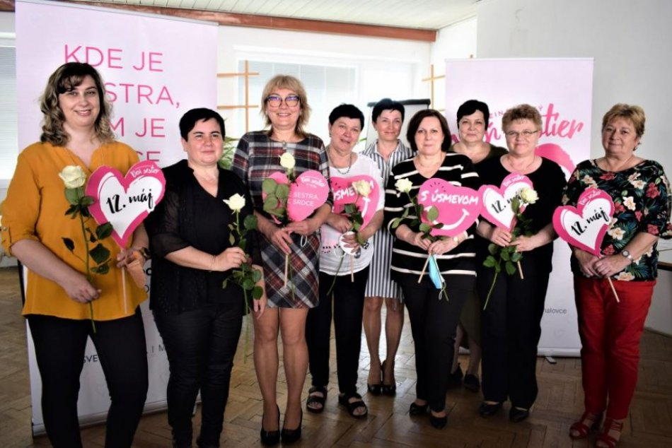 Ilustračný obrázok k článku Gabriela Tepperová oslávila 50-ročné pracovné jubileum spolu so zdravotnými sestrami