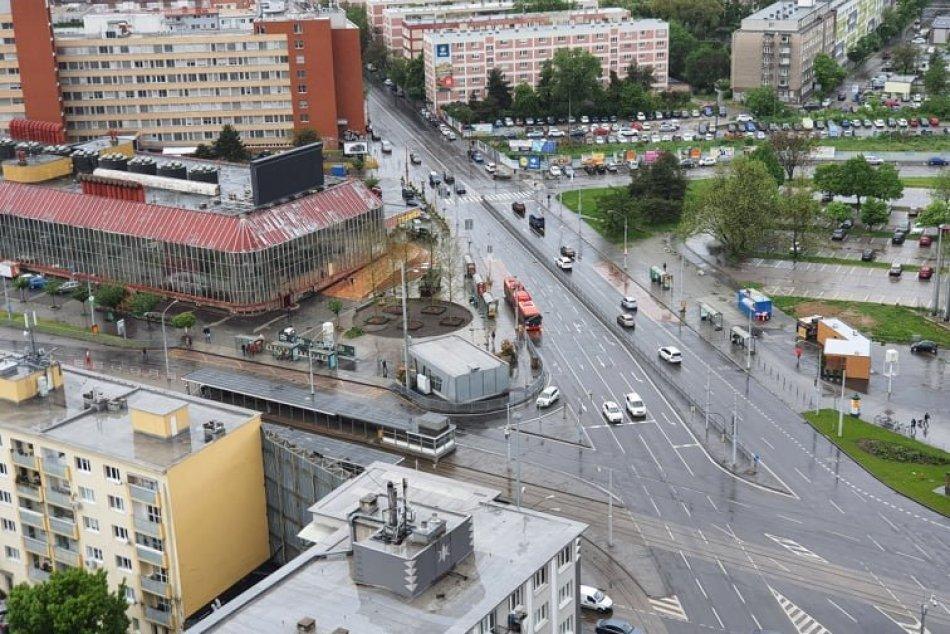 Ilustračný obrázok k článku FOTO: Nová tržnica sa Bratislavčanom mení pred očami. Čo ju ešte čaká?