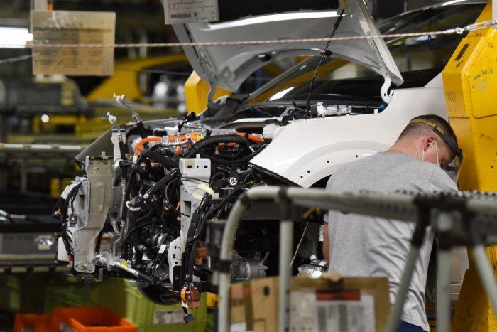Ilustračný obrázok k článku Výroba v trnavskej automobilke sa opäť rozbehne: Ďalšie dni ešte nie sú isté