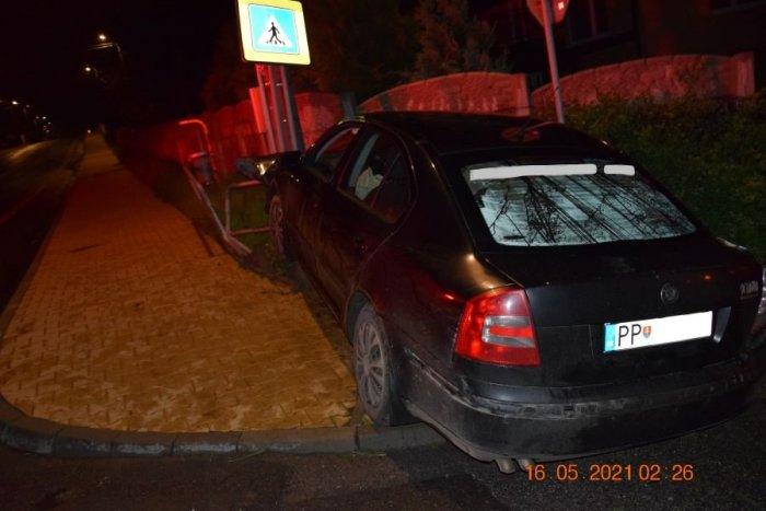 Ilustračný obrázok k článku Valcoval, čo mu prišlo do cesty: Odniesla si to aj vstupná brána do Šváboviec! FOTO