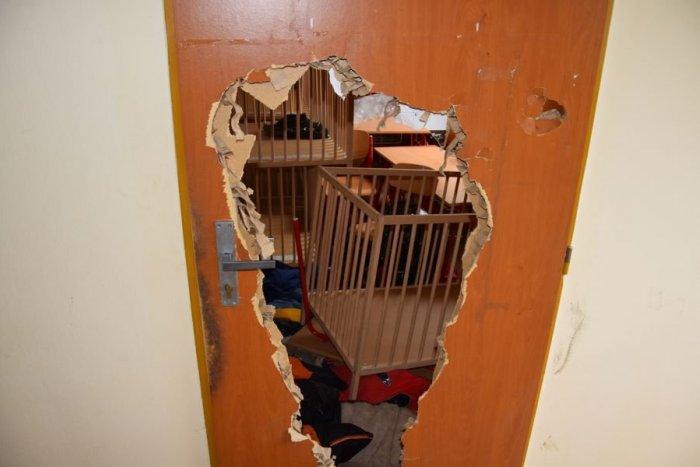 Ilustračný obrázok k článku Bizarná krádež: Zlodej prerazil dvojo dverí a ukradol hračky!