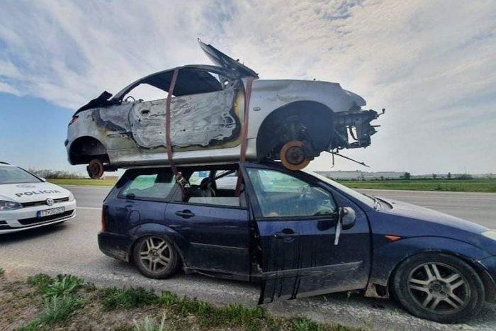 Ilustračný obrázok k článku SVET O SLOVENSKU: Francúzi žasnú! Takýto prevoz na aute videli len v Mexiku