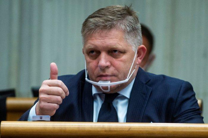 Ilustračný obrázok k článku SVET O SLOVENSKU: Ficova popularita stúpa, môže za to jeho odpor z očkovania?