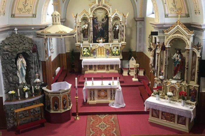 Ilustračný obrázok k článku Skýcov sa teší z noviniek: Miestny kostol prešiel obnovou