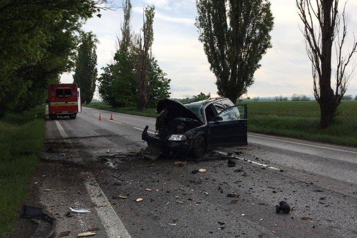 Ilustračný obrázok k článku Vážna nehoda za Trnavou: Mladý vodič narazil do stromu