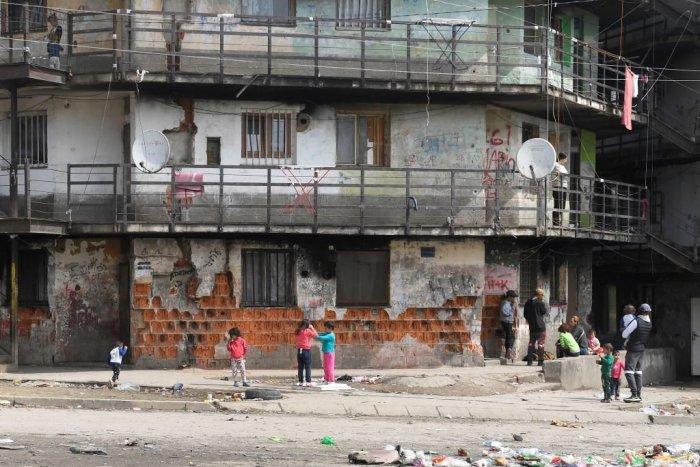 Ilustračný obrázok k článku Detstvo v chatrčiach a útulkoch: Vyše 700 detí v Košiciach nemá strechu nad hlavou!