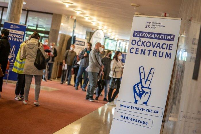Ilustračný obrázok k článku V Trnavskom kraji sa očkuje vo veľkom! Cez víkend dostalo vakcínu viac ako 17-tisíc ľudí