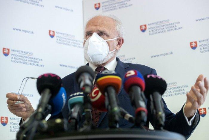 Imagen ilustrativa del artículo ¡Heger pierde a su primer ministro!  Mičovský dimite por serias sospechas