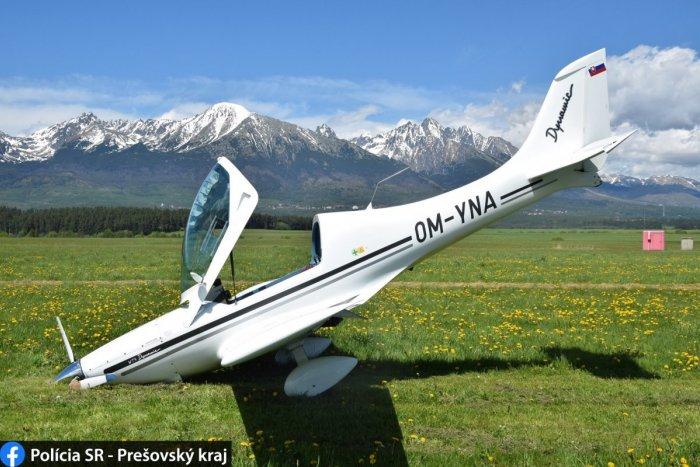 Ilustračný obrázok k článku Hrozivo vyzerajúca havária lietadla v Poprade: Pri pristávaní si zlomilo koleso