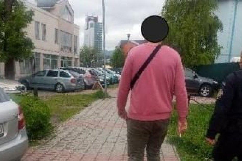 Ilustračný obrázok k článku Mestskí policajti mali čo robiť: Čierny pasažier z bystrickej MHD skúšal opakovane utiecť