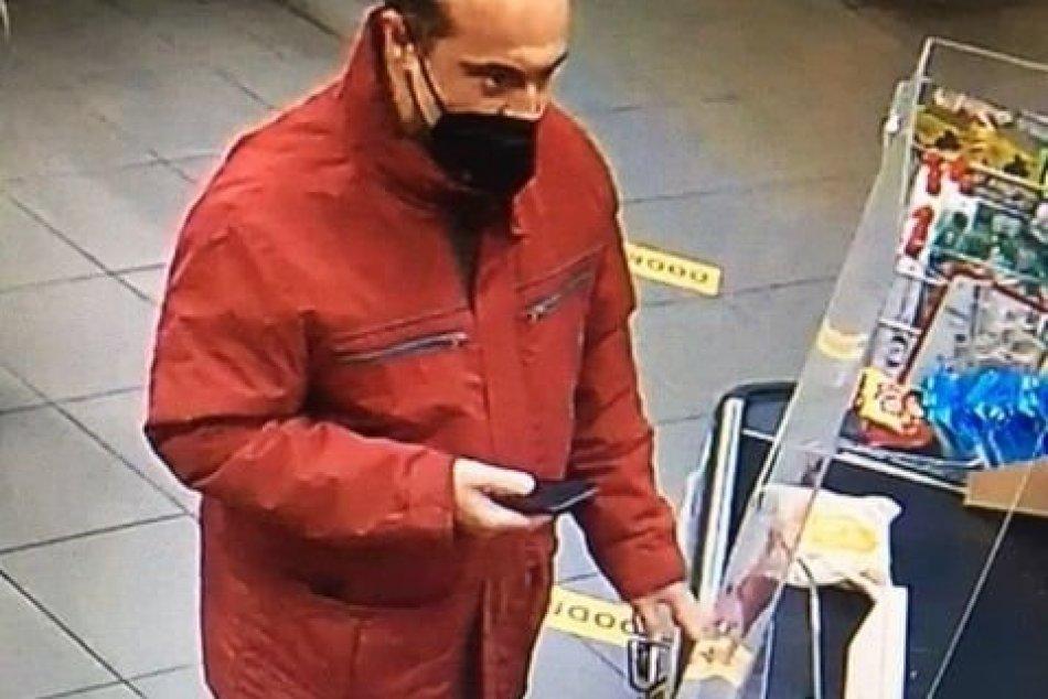 Ilustračný obrázok k článku Lučeneckí policajti prosia o pomoc: Spoznávate tohto muža? FOTO